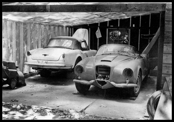 Almost looks like Moon's garage but it's not, nor Tom  Stewart's.  Help!