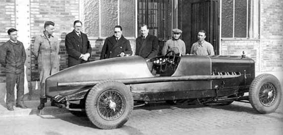On February 28th, 1932, this Delage D8S set nine new records at Montlhéry. The car was apparently standard aside from the tail and removal of road equipment.
