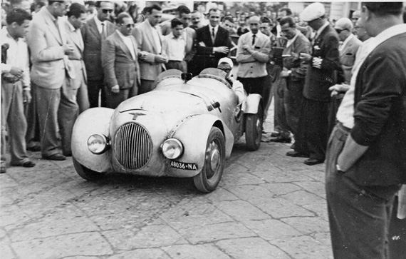 Maria-Teresa photographed at the Targa Vesuvio in 1949 with her Camen-Fiat.
