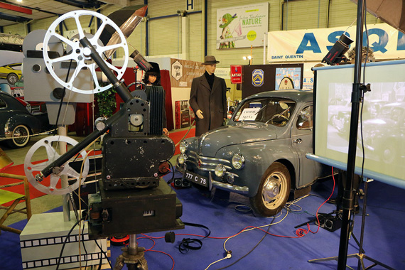 The theme to follow for the decoration of the stands of the brand clubs was 'Travel into the 7th art', illustrated here by a Renault 4 CV.