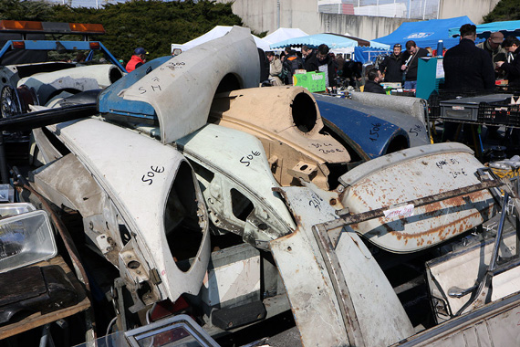 If you need to restore a Citroën DS or SM, here is what you are looking for.