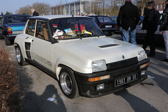 The Renault 5 Turbo will be preferred by the nostalgics of the Group B era.
