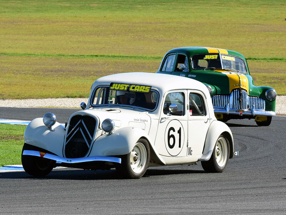 Mick Stupka 1954 Citroën 11D, Rod Wood 1953 Holden 48/215, turn 4.