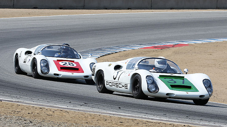 A pair of 1967 Porsche 910 in the Pre Reunion under 2 liter Sports Racing Cars race.